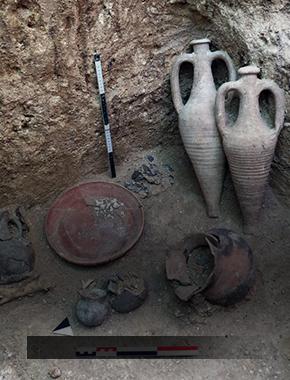 Школьникам дали в СурГУ каменные орудия далеких предков